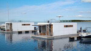 Flydende bolig med store terrasser